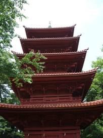 Пятиэтажная пурпурная пагода храма Хокекио (Hokekyo)